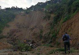 Cinco casas quedaron soterradas en Chinautla, según informaron los Bomberos Voluntarios. (Foto Prensa Libre: Óscar Rivas)