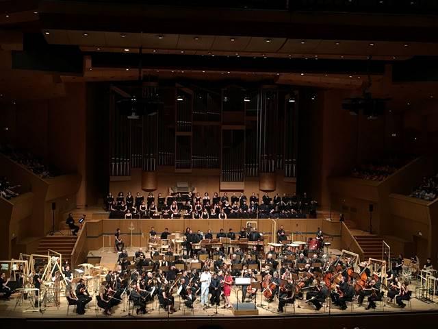 Concierto de la Sinfonía desde el Tercer Mundo en el teatro Megaron en Grecia.(Foto Prensa Libre: Facebook Joaquín Orellana)