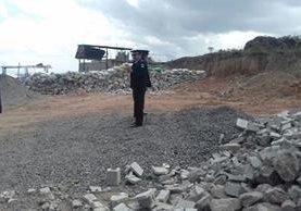 Pobladores bloquean carretera principal hacia el municipio de Tajumulco. (Foto Prensa Libre: Whitmer Barrera)