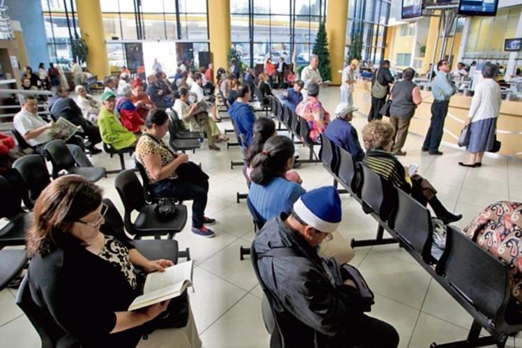 Pacientes del Camip 2 Barranquilla, ubicado en la zona 5, esperan recibir atención.