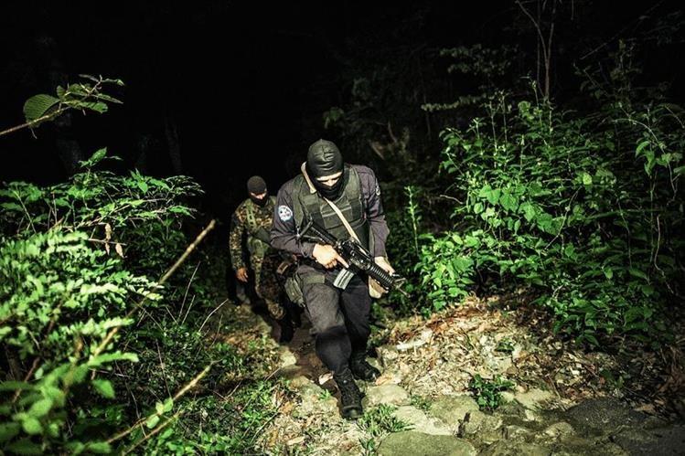 En los últimos meses, las pandillas han incrementado sus ataques contra las fuerzas de seguridad.(Foto Prensa Libre: AP).