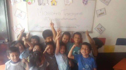 Con fotografías en redes sociales, algunos maestros rechazan la representación de Joviel Acevedo y el Steg. (Foto Prensa Libre: Anonymous)