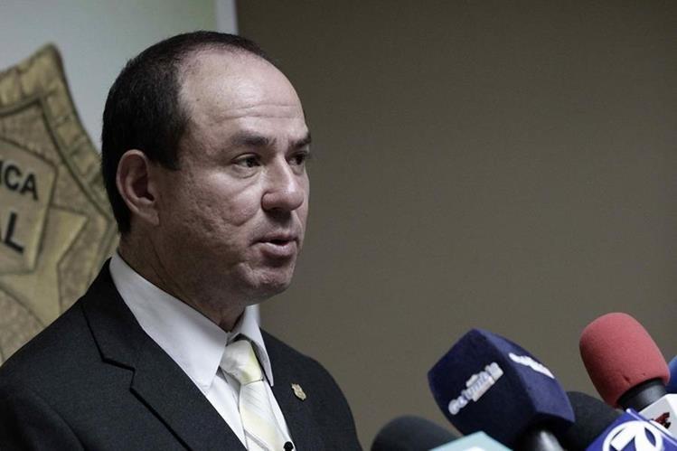 El director del Organismo de Investigación Judicial de Costa Rica, Walter Espinoza, habla ante la Prensa el jueves. (Foto Prensa Libre: EFE).