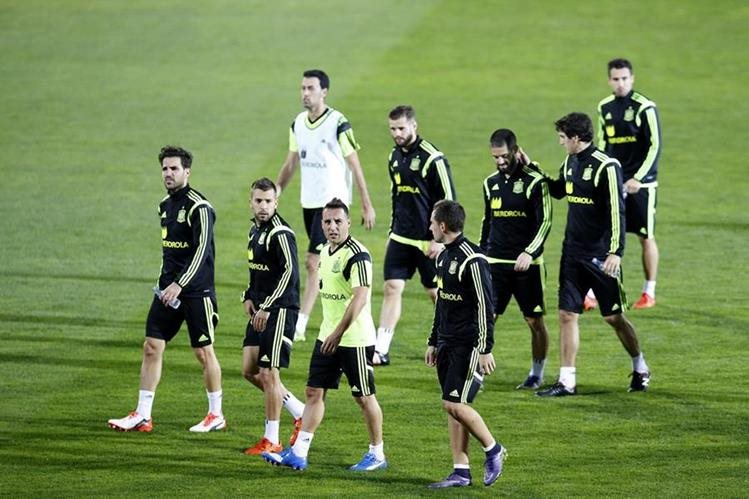 Los jugadores de la Selección española de futbol viven un buen ambiente durante los entrenamientos. (Foto Prensa Libre: EFE)