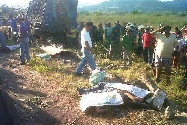 <p>El hecho se registró en el kilómetro 154 de la ruta que comunica a San Manuel Chaparrón con la cabecera de Jalapa, en jurisdicción de Monjas. (Foto Prensa Libre: Hugo Oliva)<br></p>