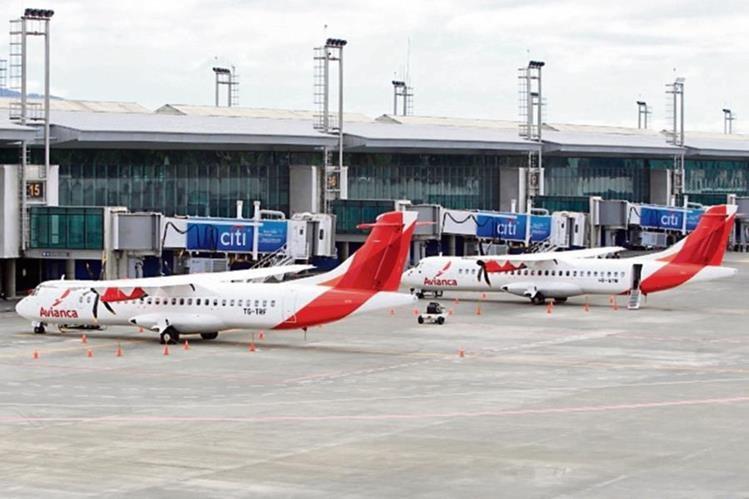Al año, el Aeropuerto La Aurora recibe un millón 200 mil pasajeros y más de 12 mil vuelos.