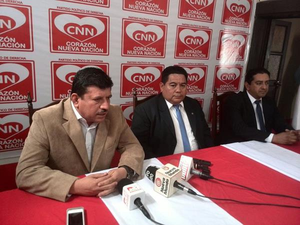 Otto Bernal y Mario Chu se presentan como candidatos a la presidencia por CNN. (Foto Prensa Libre: P. Raquec)