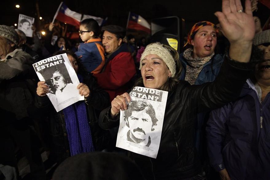 Chilenos celebran muerte del que consideran uno de los mayores represores y criminales de la era de Pinochet.(Foto Prensa Libre: EFe)
