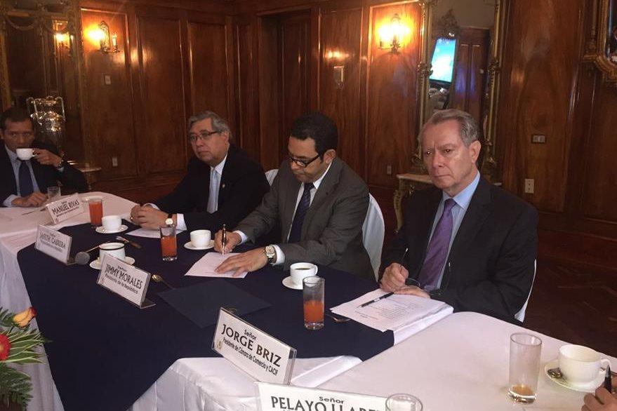 Presidente Morales conformará una mesa multidisciplinaria para tratar el tema de aduanas.