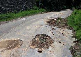 El camino que lleva a la cumbre del cerro El Baúl, está en malas condiciones. (Foto Prensa Libre: Carlos Ventura)