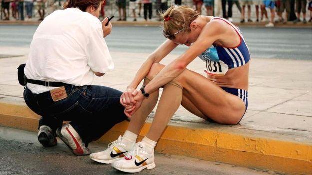 Radcliffe no pudo contener el llanto cuando se detuvo en Atenas. (Getty Images)