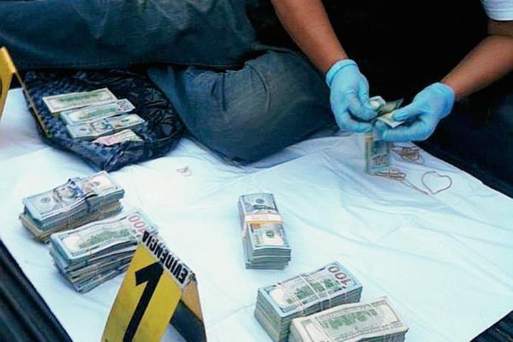 Dinero incautado en carretera a El Salvador por la Fiscalía contra el Lavado de Dinero. (Foto Prensa Libre: MP)