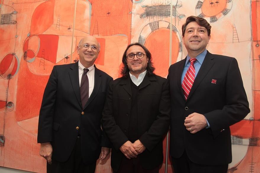 Manuel Ángel Pérez, rector de la Unis; artista visual Sergio Valenzuela —Valenz— y José Rozas Botrán, director de la Fundación Rozas Botrán. Foto Prensa Libre: Edwin Castro).