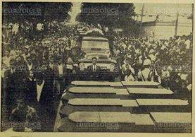 Cortejo fúnebre de las víctimas del incendio del manicomio. (Foto: Hemeroteca PL)