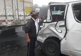 Área donde se registró el accidente de tránsito en el km 167 de la ruta Interamericana. (Foto Prensa Libre: Bomberos Voluntarios).