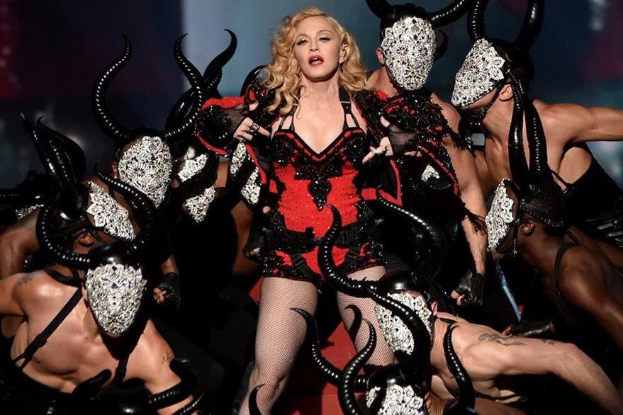 En uno de los ensayos, la Reina del Pop obligó a uno de sus bailarines a besarle los pies como castigo. (Foto Prensa Libre: Hemeroteca PL)