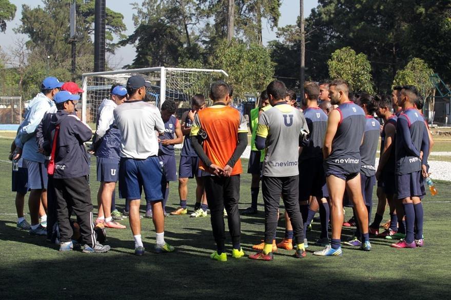 La Universidad de san Carlos se entreno ayer en el Club Deportivo Universitario Los Arcos en la zona 14. (Foto Prensa Libre: Norvin Mendoza)