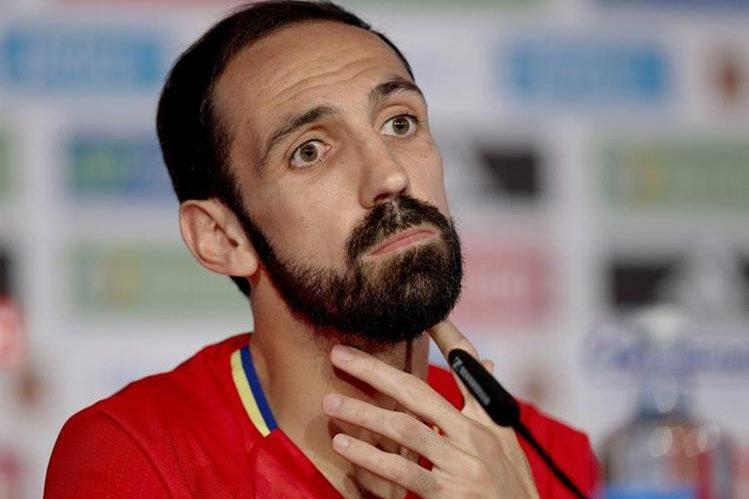 Juanfran y España tienen la misión de superar a una de las favoritas del torneo: Italia. (Foto Prensa Libre: AFP)