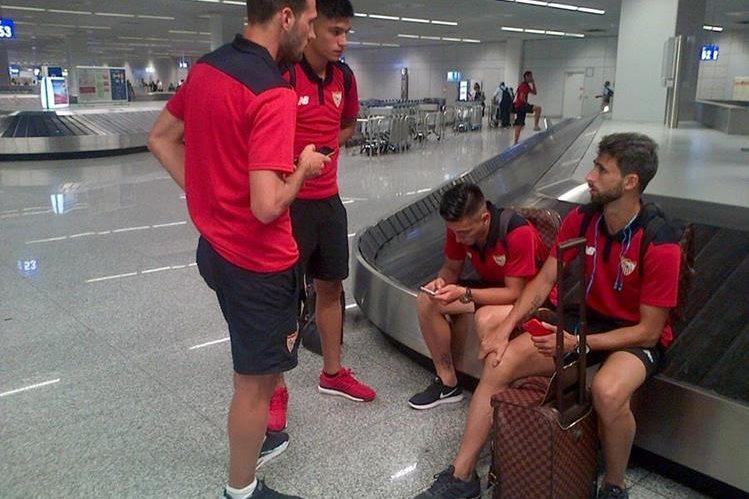 El equipo sevillano ya está en Frankfurt para seguir con su pretemporada. (Foto Prensa Libre: Sevilla/Twitter)