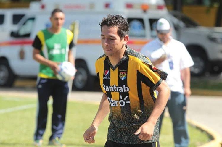 José Manuel Morales no hizo aportes en el juego que Aurora derrotó a Comunicaciones. (Foto Prensa Libre: Edwin Fajardo)