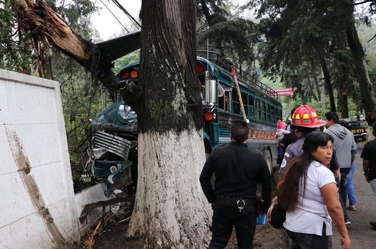 En las carreteras de Chimaltenango con frecuencia se registran accidentes de autobuses. (Foto Hemeroteca PL)