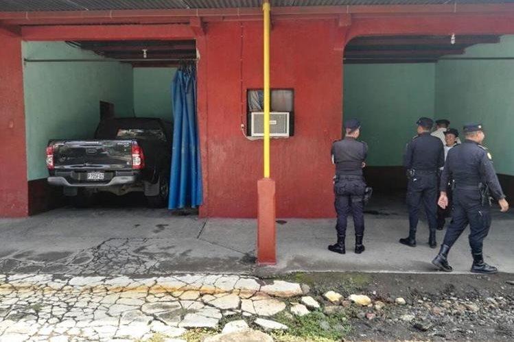 Concejal tercero de Nueva Concepción, Escuintla, fue hallado muerto en un autohotel en el km 83 hacia ese municipio. (Foto Prensa Libre: Enrique Paredes)