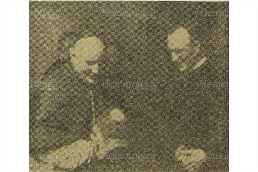 20/10/1958 Juan XXIII visita la casa matriz  de los padres paulinos en Francia. (Foto: Hemeroteca. PL)