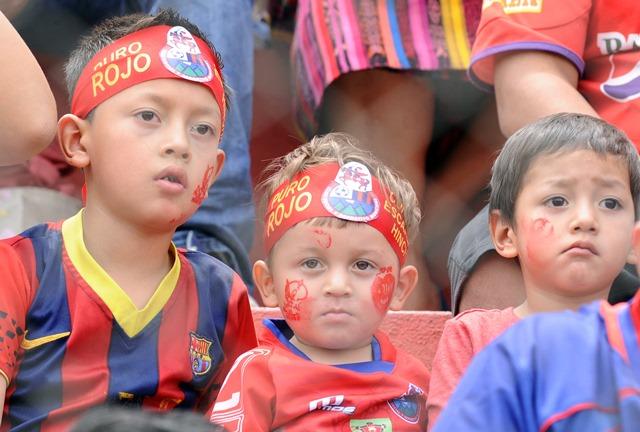 Los aficionados rojos llegaron más de 27 mil seguidores al Manuel F. Carrera. (Foto Prensa Libre: Francisco Sánchez).