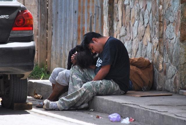 El  alcoholismo  y la drogadicción son   dos de los problemas más graves de Chimaltenango. (Foto Prensa Libre: José Rosales)
