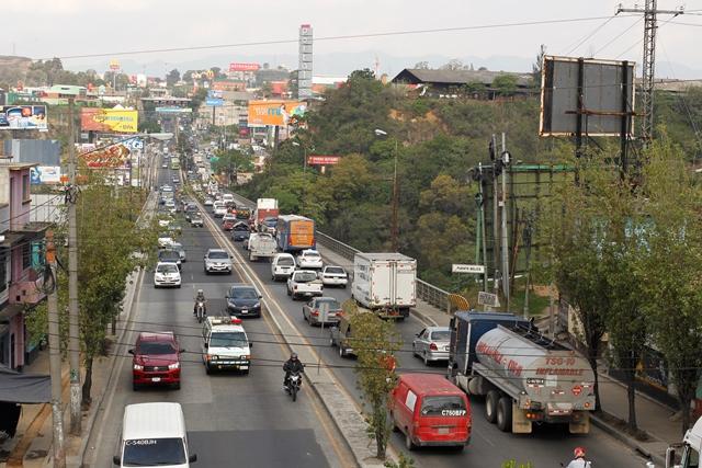 Unos 65 mil vehículos circulan al día en el puente Belice. (Foto: Hemeroteca PL)