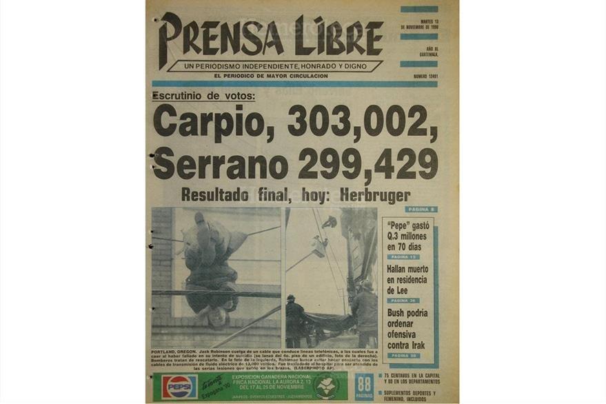 Portada del 13 de noviembre de 1990, con resultados oficiales de la primera vuelta electoral. Jorge Carpio y Jorge Serrano van a segunda vuelta. (Foto: Hemeroteca PL)
