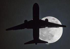 Durante el primer día del año la luna enamora al rededor del mundo