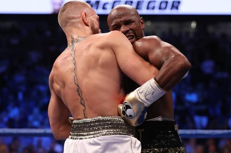 Floyd Mayweather Jr. en una acción del combate contra Conor McGregor.