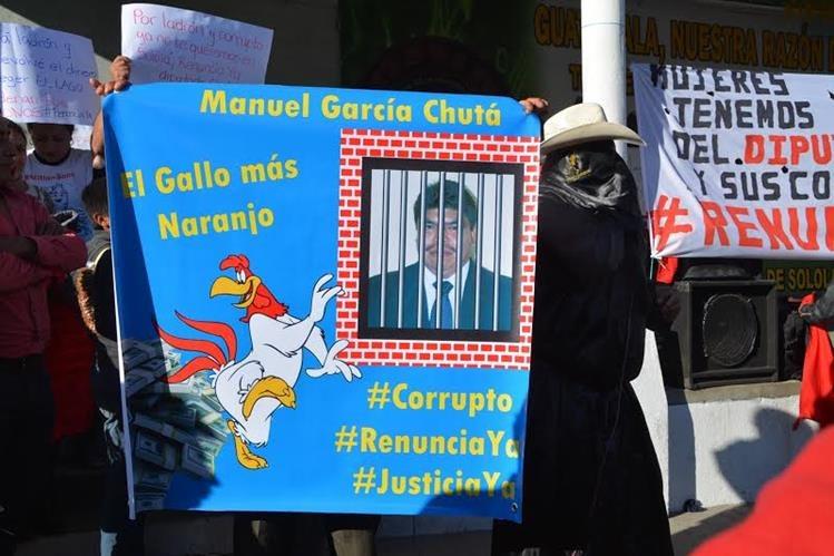 Pobladores de Sololá salieron a las calles para rechazar al diputados Manuel García Chutá. (Foto Prensa Libre: Édgar Sáenz)