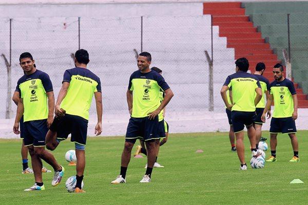 Los jugadores de Antigua Antigua GFC no descuidad su preparación para afrontar con éxito los últimos compromisos. (Foto Prensa Libre: Óscar Felipe).