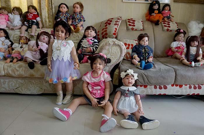 Ning ha creado una diversidad de muñecos. (Foto Prensa Libre: Bangkok.coconuts.com)