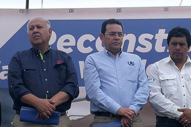 Presidente inauguró la primera fase de un tramo carretero en Quiché. (Foto Prensa Libre: Estuardo Paredes)