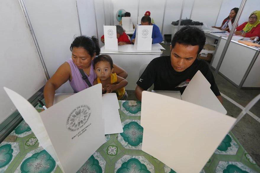 Filipinos emiten su sufragio el lunes. (Foto Prensa Libre: AP).
