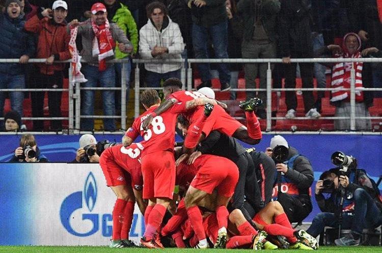 El Spartak de Moscú se metió en zona de clasificación a los cuartos de final. (Foto Prensa Libre: AFP)