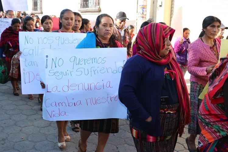 Mujeres de Quiché piden respeto a sus derechos. (Foto Prensa Libre: Héctor Cordero).