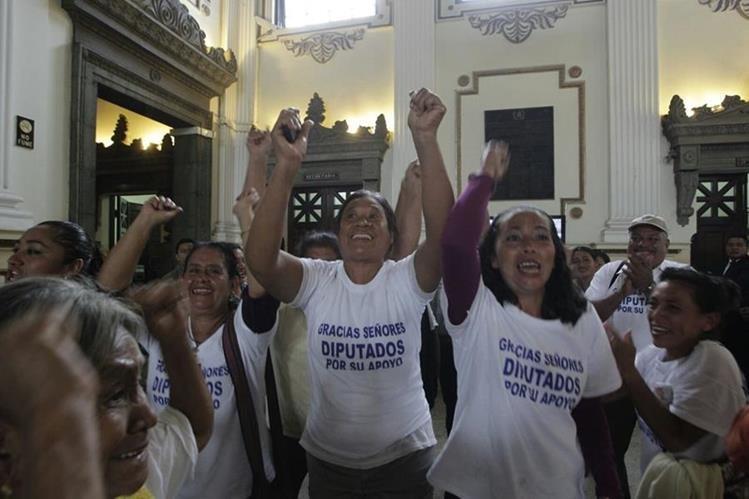 Vecinos de Sipacate, Escuintla, celebran nombramiento del municipio en el 2015. (Foto HemerotecaPL)