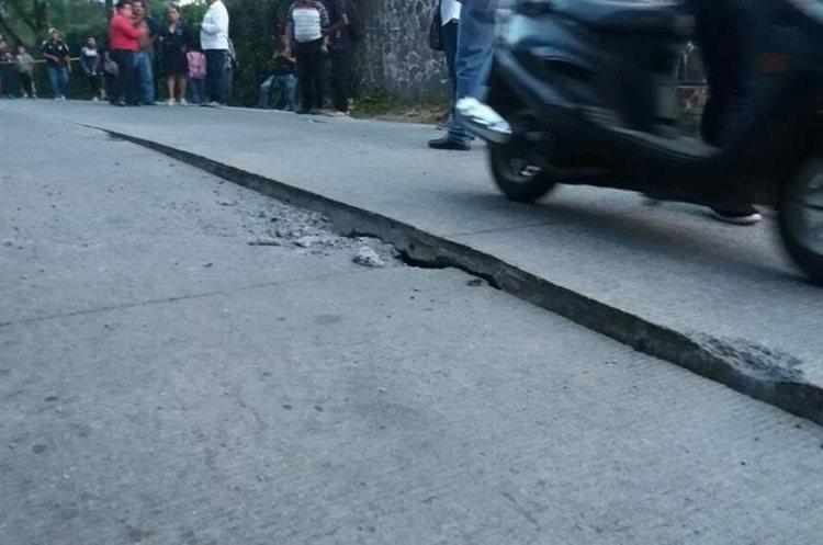El daño lo provocó un socavamiento dijeron delegados de Conred.(Prensa Libre: Renato Melgar.)