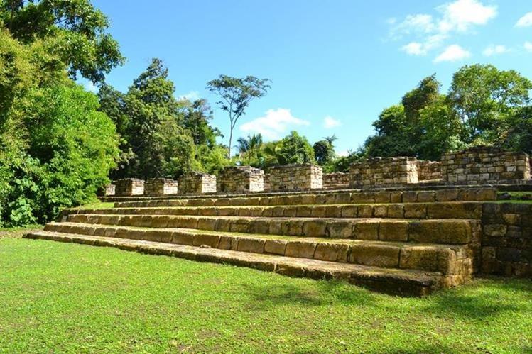 Sitio arqueológico Aguateca, lugar al que pertenece uno de los fragmentos encontrados en El Salvador. (Foto Prensa Libre: Hemeroteca PL)