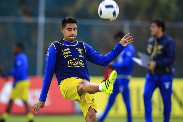 El jugador de la selección de fútbol de Ecuador Christian Noboa, epera que su equipo triunfe. (Foto Prensa Libre: EFE)