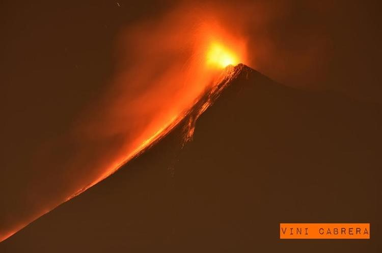 Durante el 2016 el Volcán de Fuego mostró color y furia.