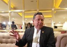 Juan Alfonso Fuentes Soria abordó este jueves diversos temas referentes a su candidatura director general de la Unesco. (Foto Prensa Libre: Yanira Alvizurez)
