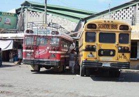 """<p>Buses de la empresa Pamaxán dejaron de circular debido a las extorsiones. En la foto, terminal de Nueva Concepción. (Foto Prensa Libre: Felipe Guzmán)<br _mce_bogus=""""1""""></p>"""