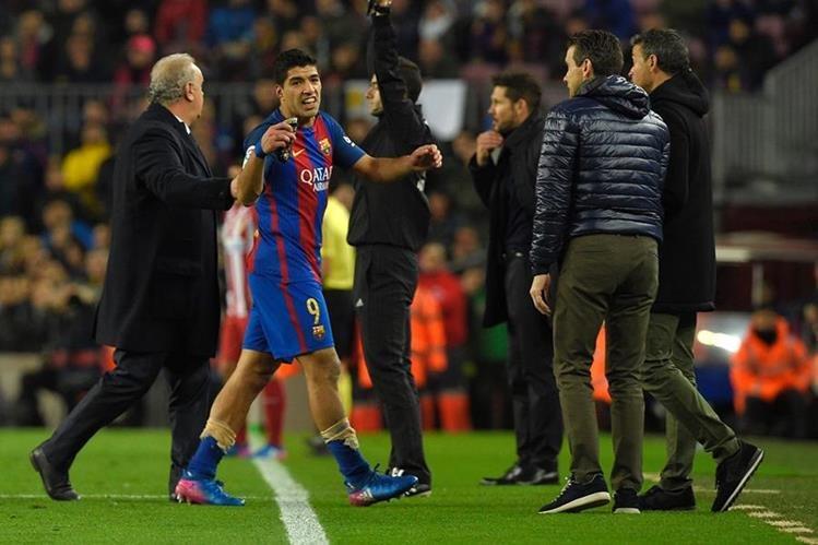 El delantero Luis Suárez fue suspendido por dos partidos, luego de la expulsión en el partido de la Copa del Rey. (Foto Prensa Libre: AFP)