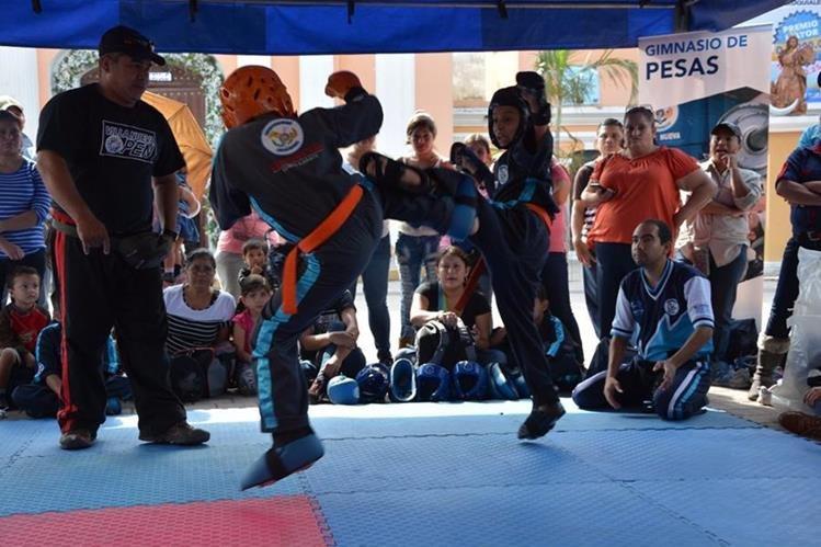 Los cursos de Karate son gratuitos y participan menores de 6 a 17 años.(Foto Prensa Libre: cortesía)