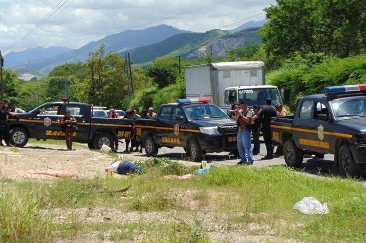 En el lugar conocido como Casas Pinto, Río Hondo, Zacapa fueron ultimados los jóvenes. (Foto Prensa Libre: Mario Morales)